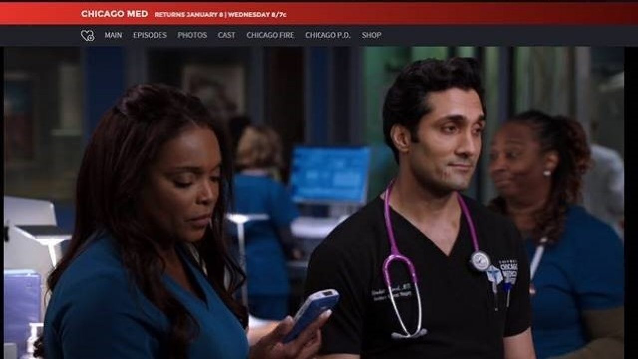 A cast member on the American TV show Chicago Med uses a Zebra clinical smartphone to communicate with other healthcare team members.