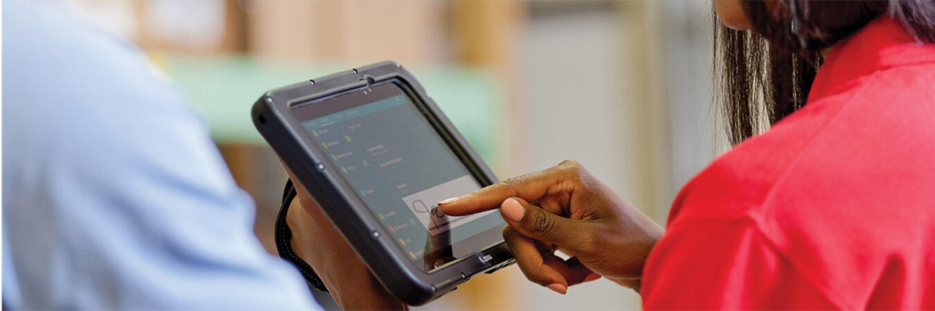 Customer signing for purchase on tablet