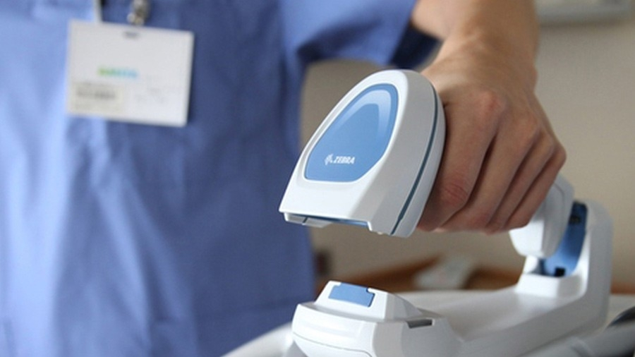 healthcare provider scanning patient wristband using a zebra healthcare scanner