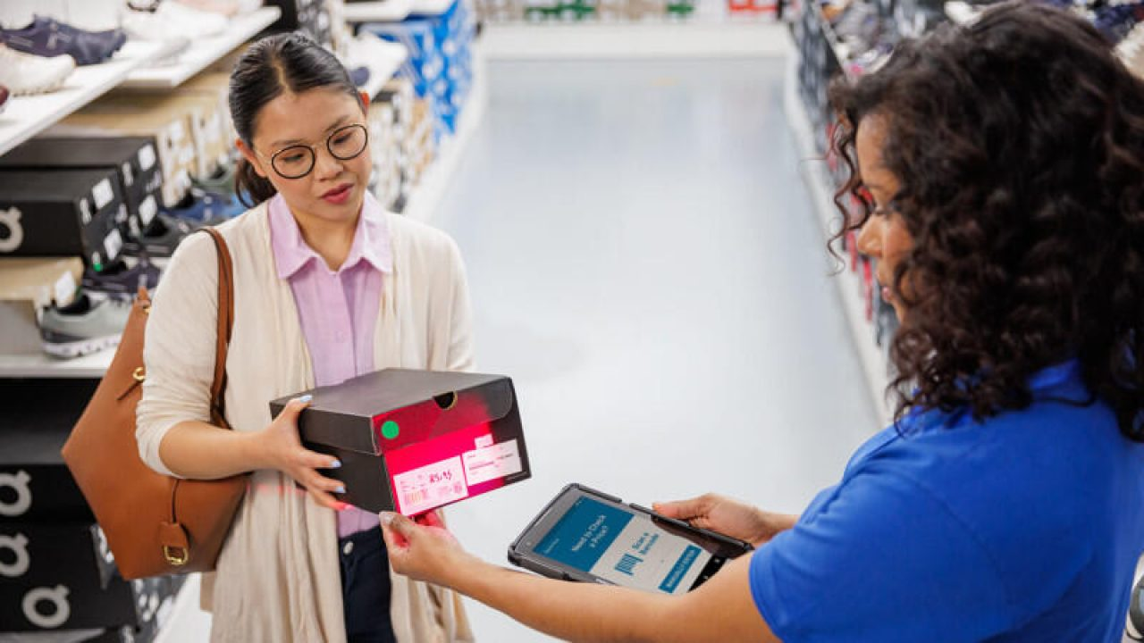 Shopper and store associate completing a shopping transaction using Zebra a tablet device.