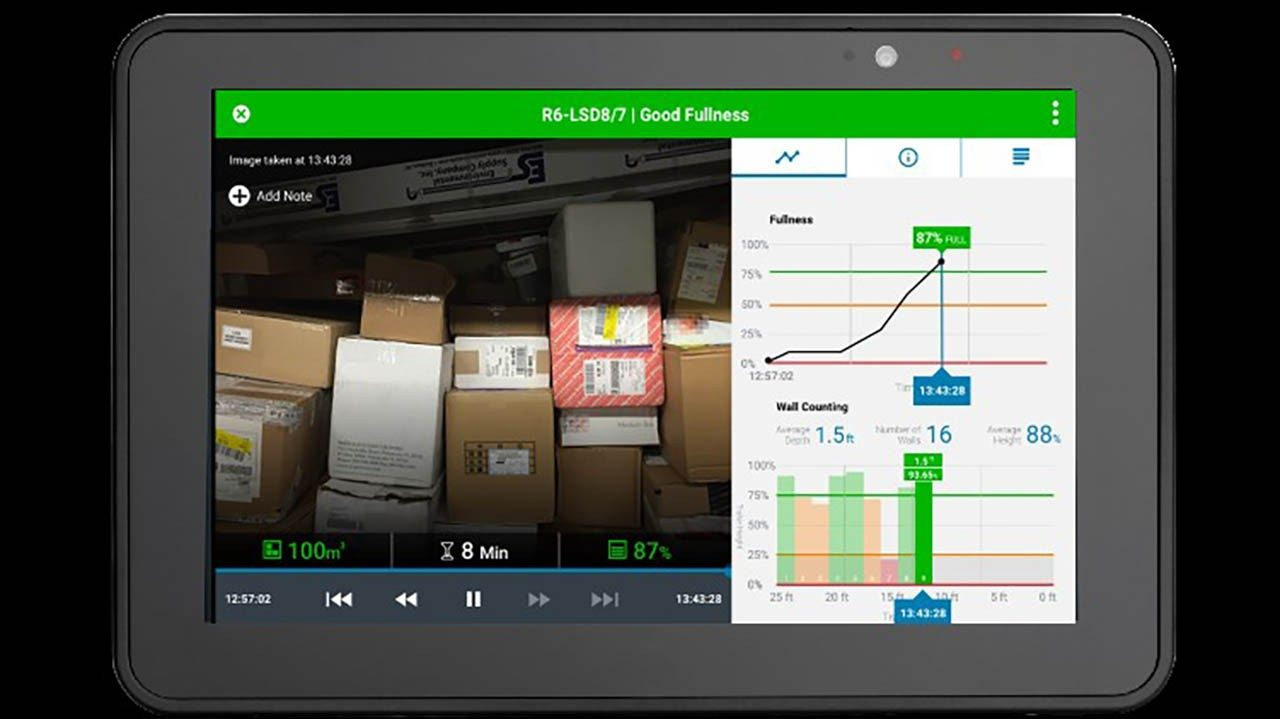 A view of the SmartPack dashboard next to a real\u002Dtime image on a tablet