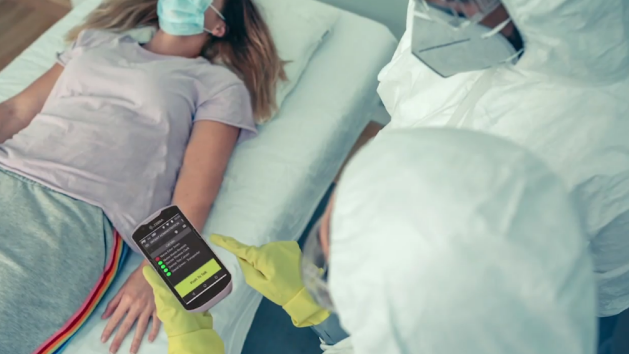 A nurses uses a clinical smartphone to retrieve a COVID\u002D19 patient`s medical record