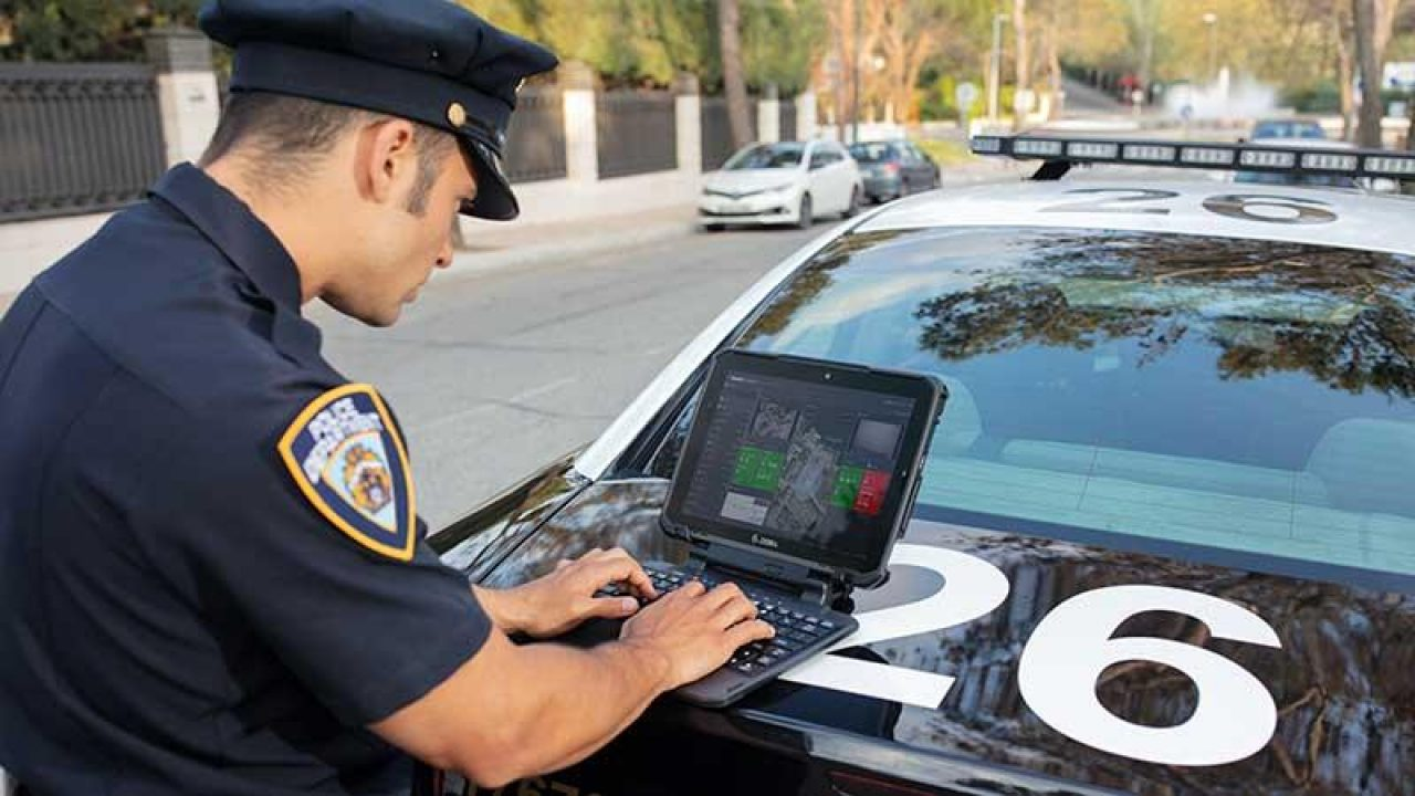 Officers Using Zebra XSLATE R12 Tablet